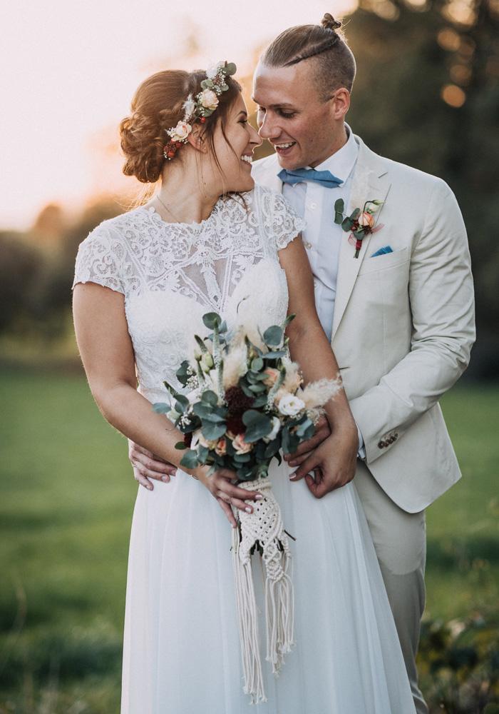 Heller Hochzeitsanzug
